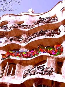 Gaudidesigner : Balconies paint with violent colours.