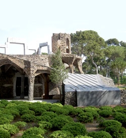 Gaudidesigner : THE GUELL CRYPT THE DISASTROUS RESTORATION OF A GAUDI MASTERPIECE