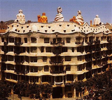 Gaudi designer casa mila - Art nouveau architecture de barcelone revisitee ...